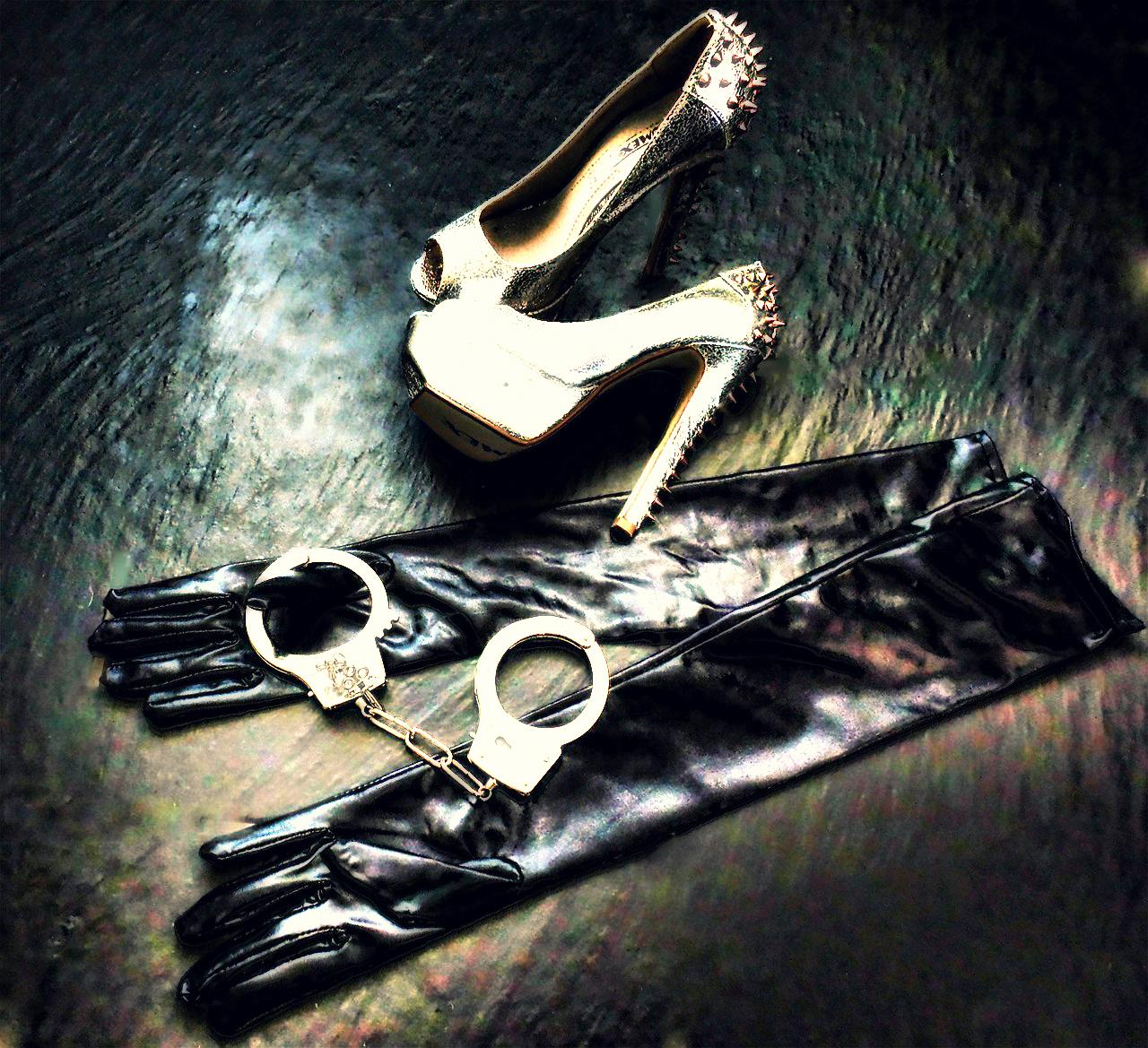 High Heels und Handschellen