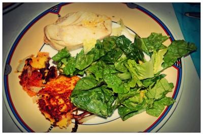 Hähnchen, Salat und Zwiebeln