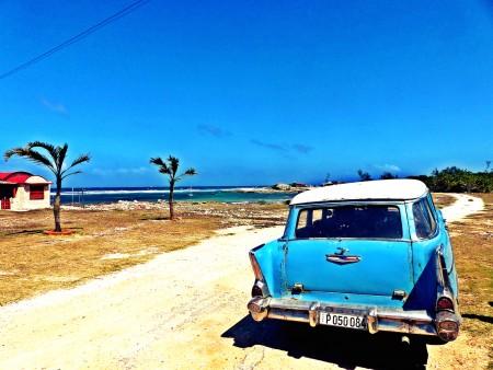 Blauer Himmel über Kuba